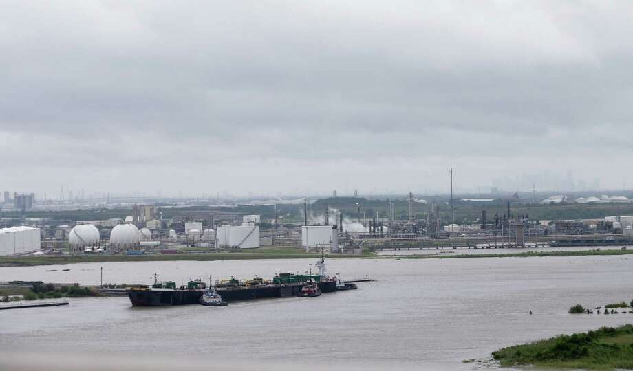 A view from East Sam Houston Tollway  looking west at the Ship Channel is shown Tuesday, August 29, 2017 in Houston.  Several plants shut down due to Hurricane Harvey. ( Melissa Phillip / Houston Chronicle) Photo: Melissa Phillip, Staff / Houston Chronicle 2017