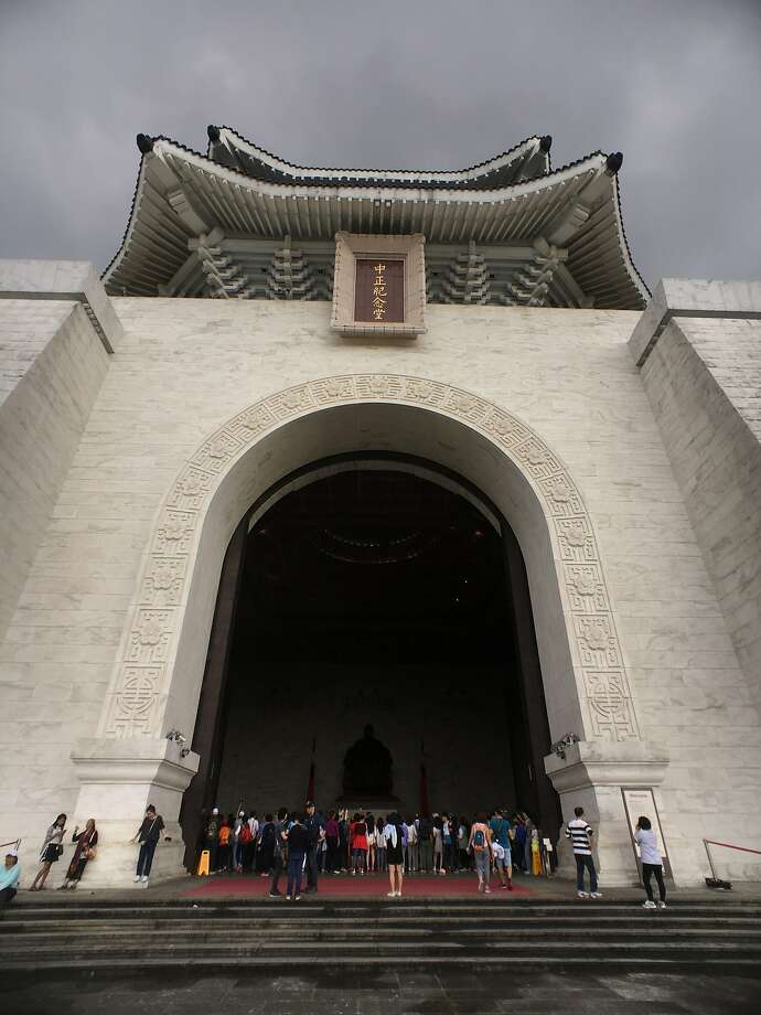 Visitors at the Chiang Kai Shek Memorial Hall in Taipei. Photo: Spud Hilton, The Chronicle