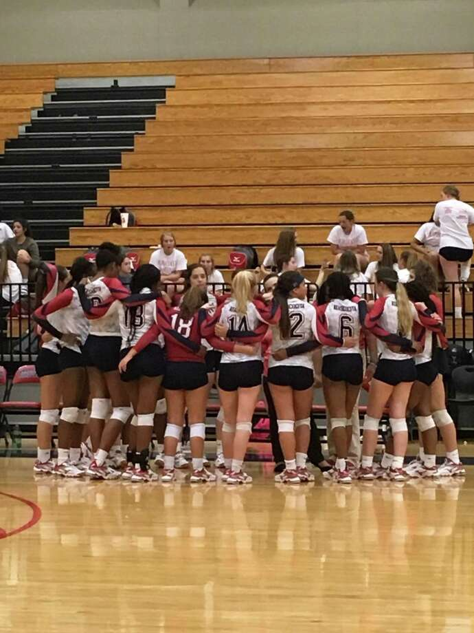 The Atascocita volleyball team huddles together in between sets of their three-set sweep over North Shore in the opening match of district play at Atascocita High School on Tuesday, September 12 Photo: Elliott Lapin