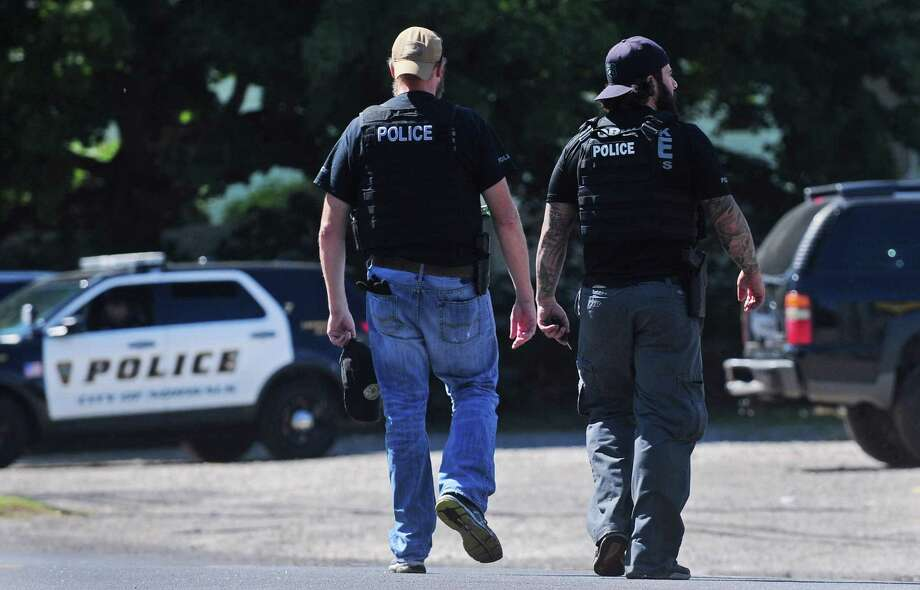 Norwalk police hunt for additonal suspects Wednesday, September 13, 2017, on Soundview Ave. and the surrounding areas following a pusuit of a suspect on narcotics related charges in Norwalk, Conn. Photo: Erik Trautmann / Hearst Connecticut Media / Norwalk Hour