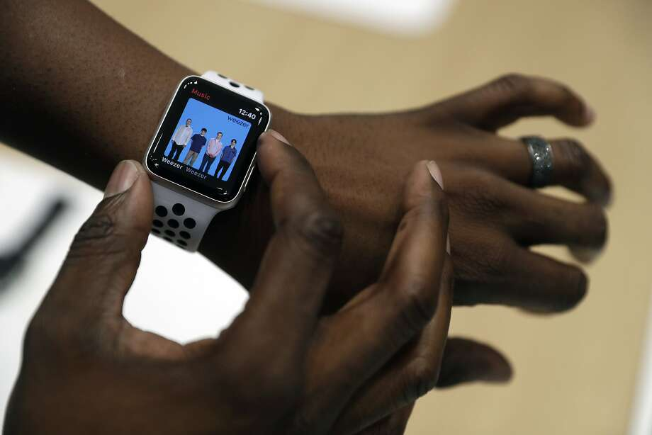 The new Apple Watch Series 3 is displayed in the showroom after the new product announcement at the Steve Jobs Theater on the new Apple campus on Tuesday, Sept. 12, 2017, in Cupertino, Calif. Photo: Marcio Jose Sanchez, Associated Press