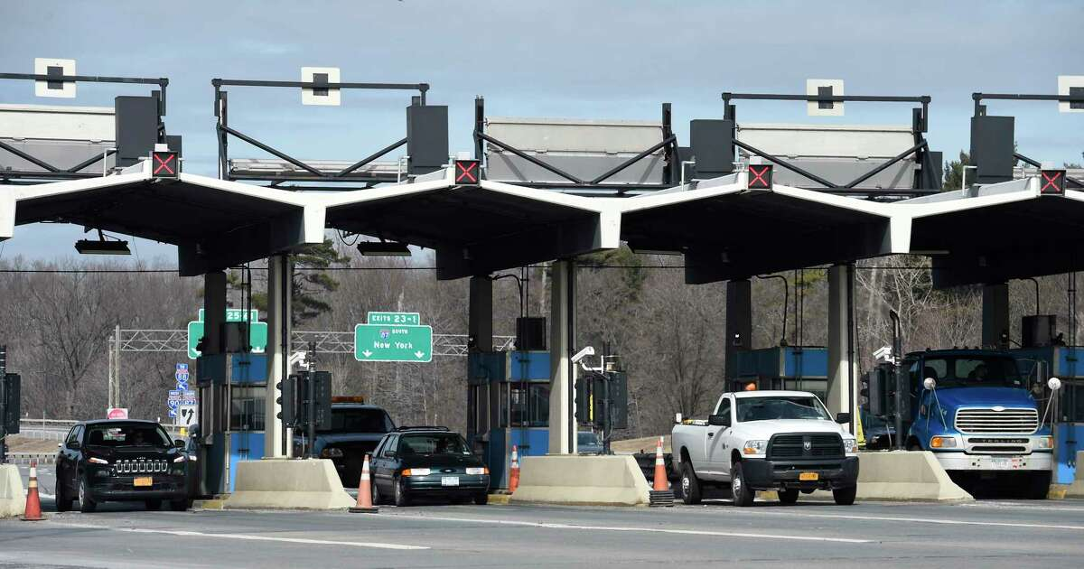 Commuters go through the toll booths of Exit 24 of the New York State Thruway Tuesday morning, Feb. 23, 2016, in Albany, N.Y. (Skip Dickstein/Times Union)