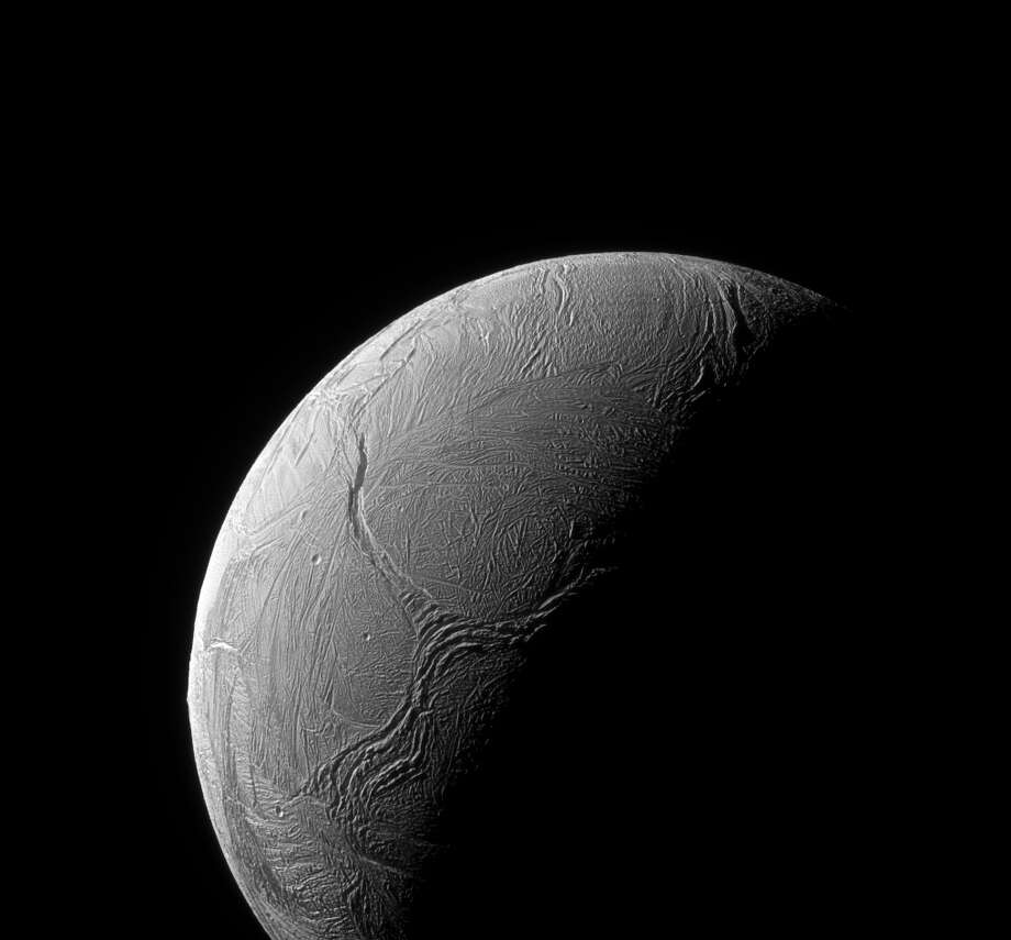 Enceladus' south pole is seen on April 18, 2016. Photo: NASA/JPL-Caltech/Space Science Institute