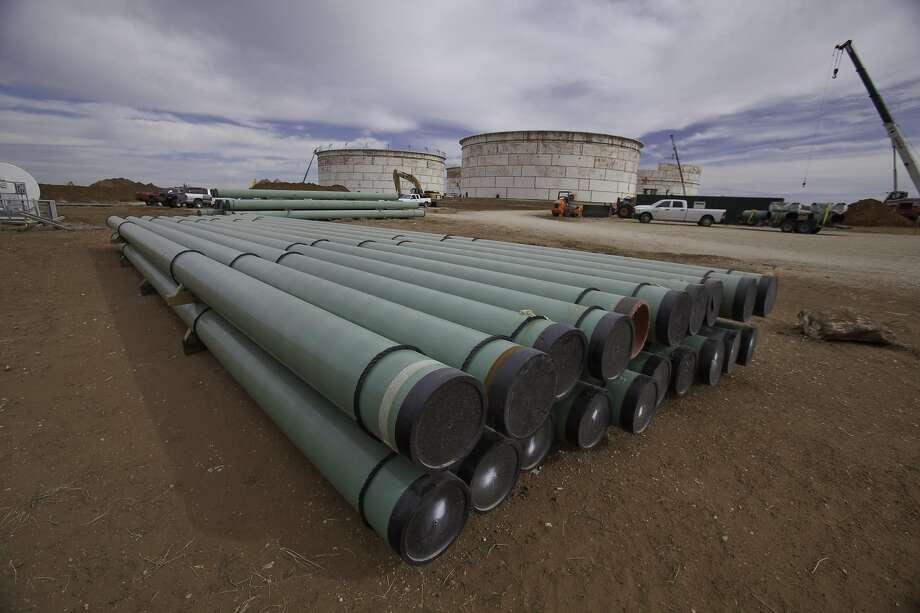 Plains All American Pipelinefaces a 15-count indictment that includes three felonies for releasing more than 140,000 gallons (53,000 liters) of oil on May 19, 2015.  Photo: Magellan Midstream Partners