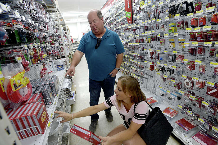Spencer Pratt offers fellow Vidor resident Laura Martin advice on a part she needs for toilet repair as each shop for  items while renovating their flood-damaged homes at the M & D Supply Ace Hardware store in Vidor Tuesday. Photo taken Tuesday, September 12, 2017 Kim Brent/The Enterprise Photo: Kim Brent / BEN