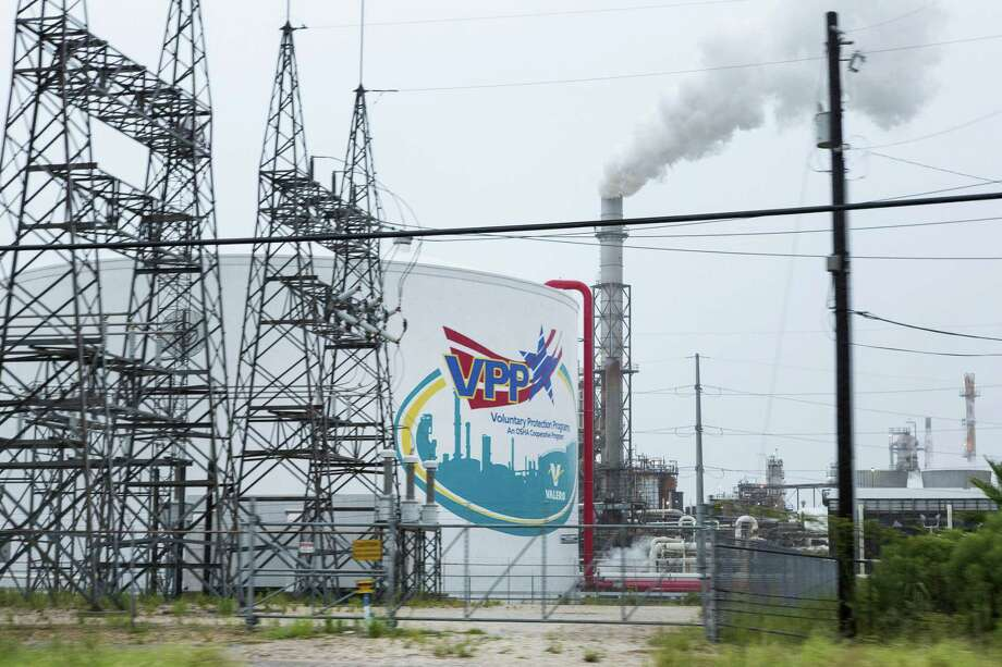 The Valero Energy Corp. refinery in Texas City, on Friday, Aug. 25, 2017. Valero and other refiners have long complained about the federal government's ethanol mandate and the cost of buying the Renewable Identification Numbers — or RINs — that are required by Washington Photo: F. Carter Smith /Bloomberg / © 2017 Bloomberg Finance LP