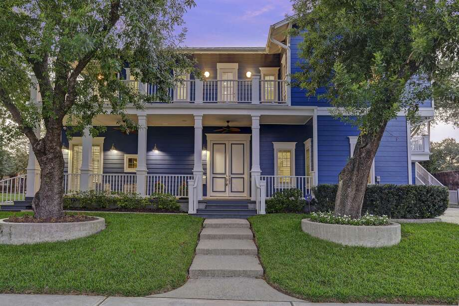 "Bill Klein and wife Jennifer Arnold, known from TLC's ""The Little Couple,"" are selling their Braeswood home following their move from Houston to Florida in the summer of 2017. Photo: Photo By TK Images,  Courtesy Of Bill Klein"