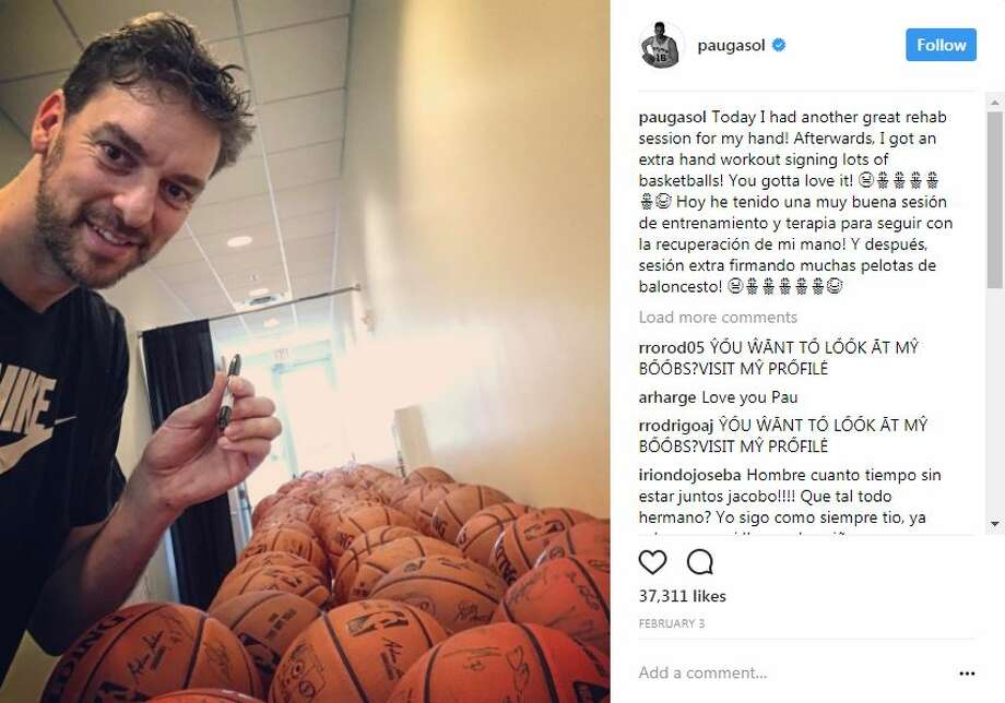 """Today I had another great rehab session for my hand! Afterwards, I got an extra hand workout signing lots of basketballs! You gotta love it!"" Photo: Screengrab, @paugasol/Instagram"