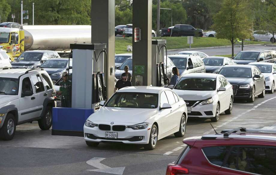 Drivers in San Antonio fill up on Sept. 5 as long lines caused by gas shortages plagued the city. Fuel prices fell for the first time since Hurricane Harvey hit Texas, according to AAA. Photo: Tom Reel /San Antonio Express-News / 2017 SAN ANTONIO EXPRESS-NEWS