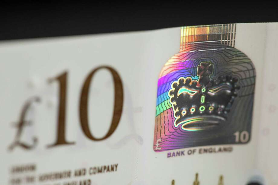 A foil patch containing a hologram of the coronation crown on a 10-pound note. Photo: Bloomberg Photo By Jason Alden. / 2017 Bloomberg Finance LP