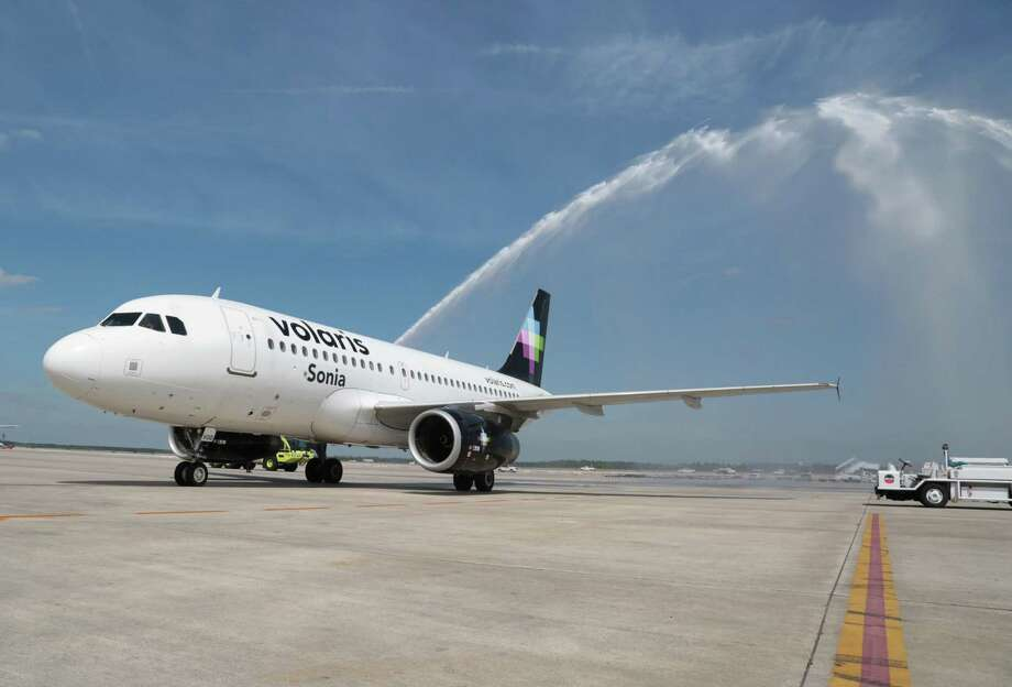 Volaris will launch its nonstop, low-fare route from Mexico City to San Antonio International Airport on Friday. Photo: Billy Smith II /Houston Chronicle / © 2015 Houston Chronicle