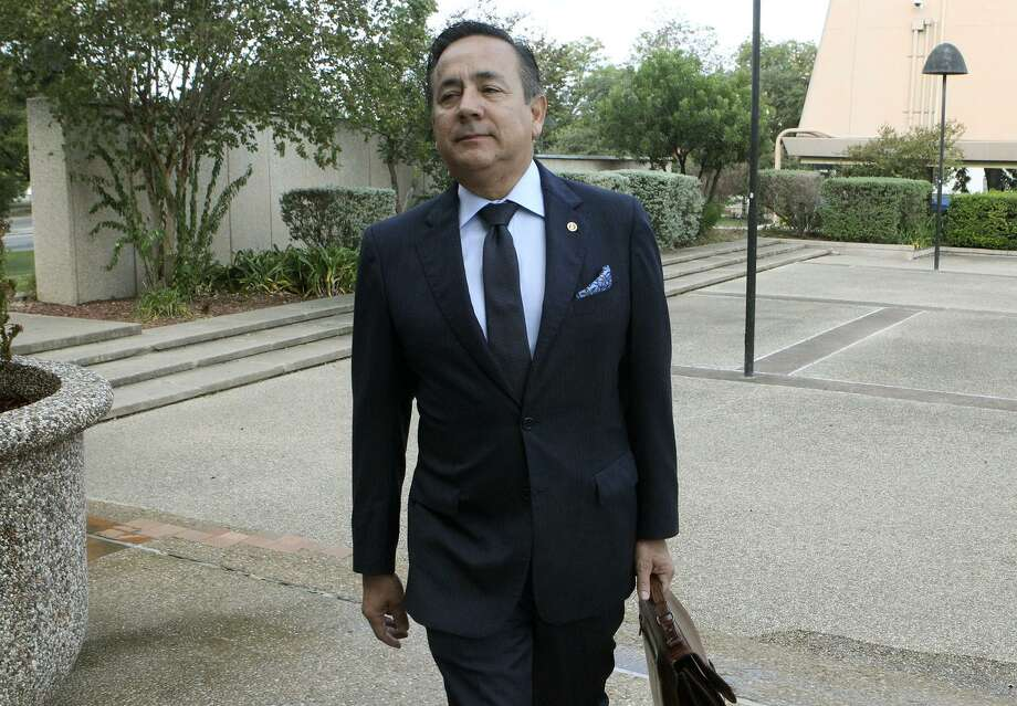 A federal judge has rejected Texas Sen. Carlos Uresti's request to dismiss one of the 22 charges against him in a case involving a now-defunct oil field services company. Photo: John Davenport /San Antonio Express-News / ©John Davenport/San Antonio Express-News