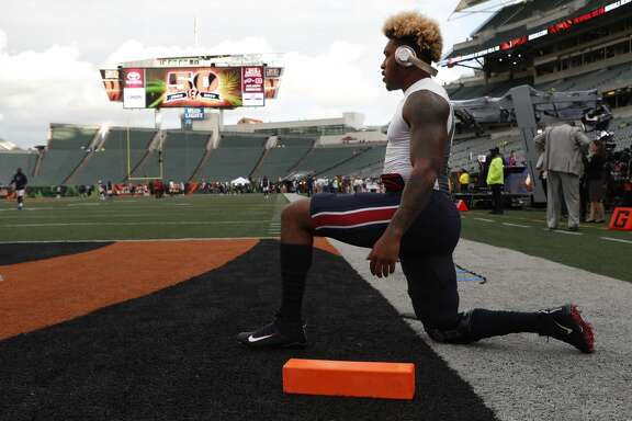 Houston Texans inside linebacker Benardrick McKinney stretches before the Texans NFL football game against the Cincinnati Bengals at Paul Brown Stadium on Thursday, Sept. 14, 2017, in Cincinnati. ( Brett Coomer / Houston Chronicle )