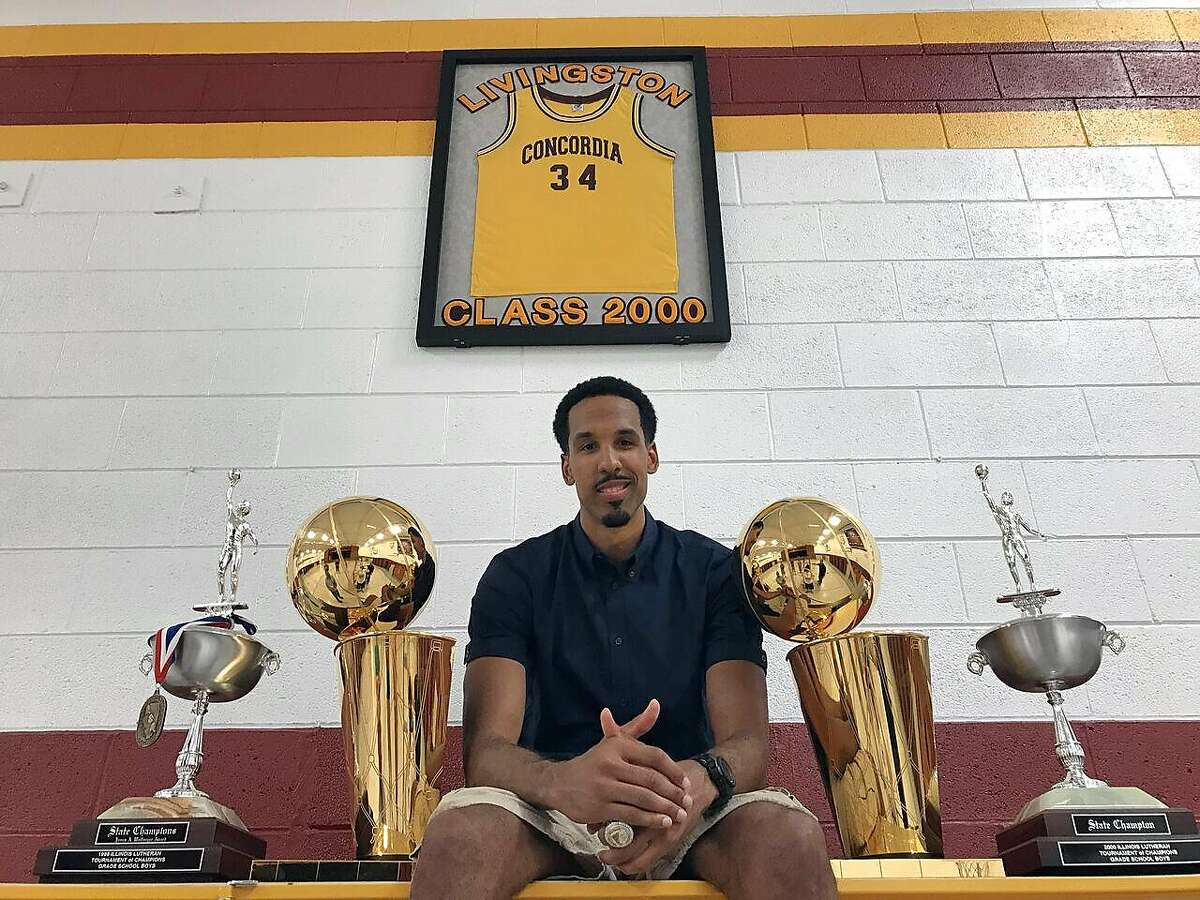 The 2015 and 2017 Larry O'Brien trophies accompanied Shaun Livingston his hometown of Peoria, Ill.