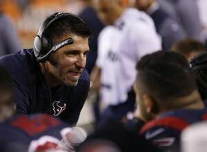 Houston Texans defensive coordinagor Mike Vrabel during the first quarter of an NFL football game at Paul Brown Stadium on Thursday, Sept. 14, 2017, in Cincinnati. ( Brett Coomer / Houston Chronicle )