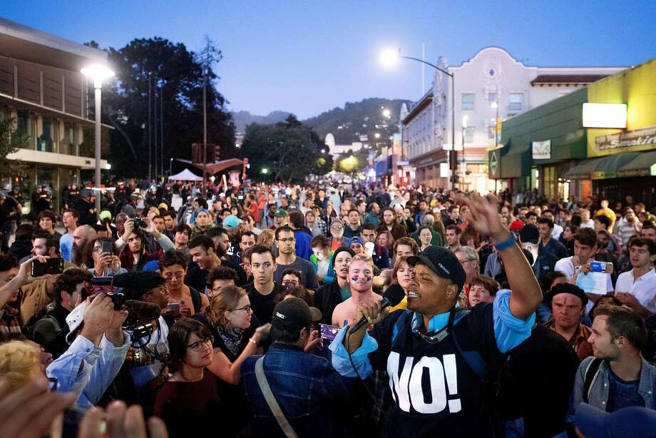 Several hundred protesters rally peacefully on Bancroft Way as The Daily Wire editor-in-chief Ben Shapiro speaks at the University of California, Berkeley on Thursday, Sept. 14, 2017. Photo: Noah Berger, Special To The Chronicle
