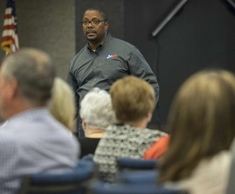 MISD Superintendent Orlando Riddick speaks 9/14/17 to Midland parents, community members and district employees at the first of five Listen and Learn community meetings. Tim Fischer/Reporter-Telegram Photo: Tim Fischer/Midland Reporter-Telegram