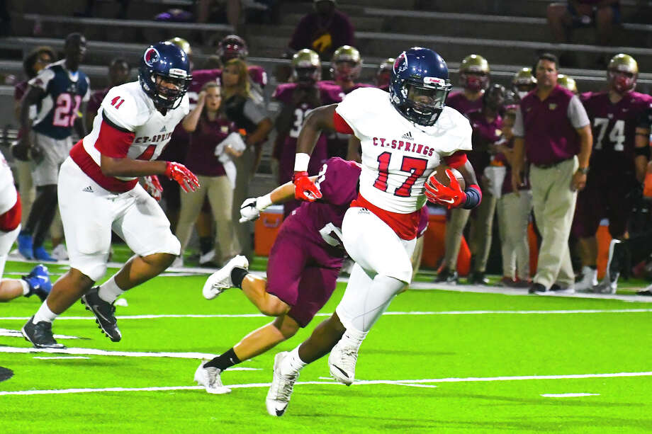 Cy Springs' Wing-T offense soared at Ken Pridgeon Stadium, as Jah'marae Shepherd (2) racked up 127 all-purpose yards and two touchdowns and the Panthers defeated the Wildcats 27-9. Photo: Tony Gaines / HCN
