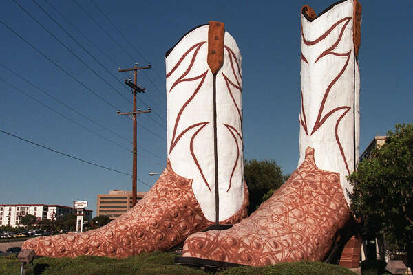 The familiar boots of North Star Mall remain a distinguishable landmark for folks traveling through the North East sector of the city. 8-12-98. Kin Man Hui/staff.