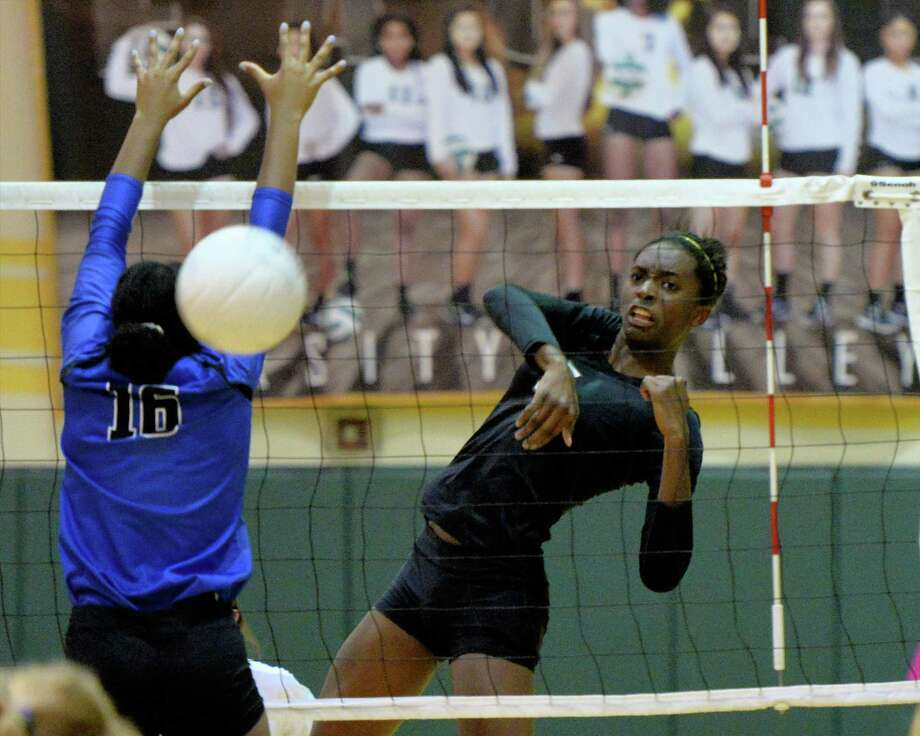 Taylor Bannister (7) of Ft. Bend Christian hits a kill shot during the first set of a high school volleyball game between the Ft. Bend Christian Eagles and Episcopal Knights on September 13, 2016 at Ft. Bend Christian High School, Sugar Land, TX. Photo: Craig Moseley, Staff / ©2016 Houston Chronicle