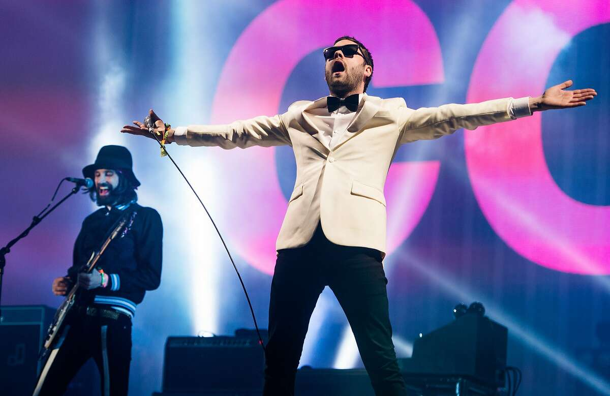 GLASTONBURY, ENGLAND - JUNE 29: Tom Meighan and Sergio Pizzorno (L) of Kasabian perform as the band headline the Pyramid stage on Day 3 of the Glastonbury Festival at Worthy Farm on June 29, 2014 in Glastonbury, England. (Photo by Samir Hussein/Redferns via Getty Images)