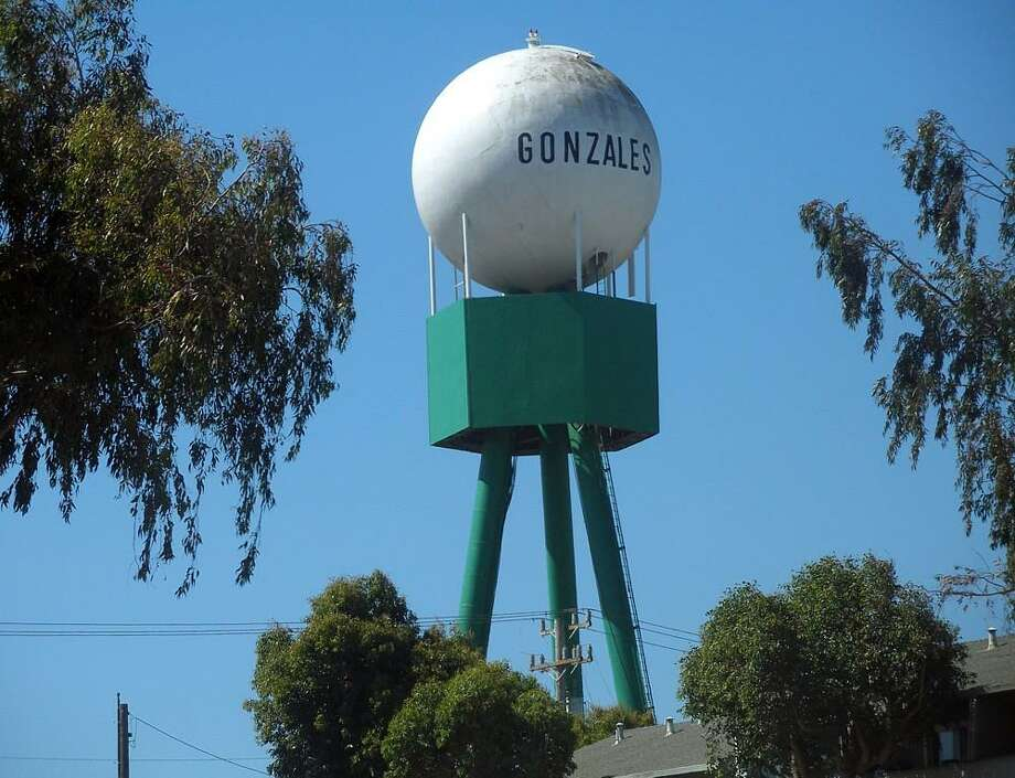 The water tower is not the tallest structure in Gonzales (Monterey County) — a new wind turbine built to accommodate Taylor Farms has that distinction. Photo: Courtesy Coolcaesar / Coolcaesar 2006 / Courtesy Coolcaesar