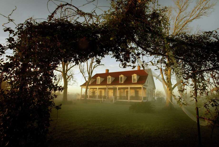 The historic Woodland Plantation near West Pointe a la Hache, La., was built in 1834; the main house survived Hurricane Katrina and is a thriving bed and breakfast today. It is all too easy to forget that our Southern ancestors fought not to drink mint juleps on the plantation veranda, but to keep their slaves, a reader says. Photo: Mark Boster /Los Angeles Times / Los Angeles Times