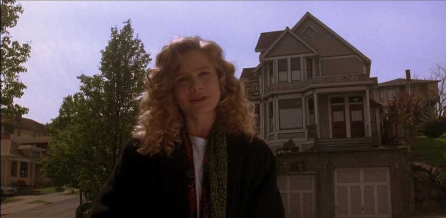 """Linda's placeThe movie opens with """"Linda"""" (played by Kyra Sedgwick) standing in front of the house where she rents an apartment. It was the first time in her life that she had her own place. """"I was so happy."""" Some key aspects of the movie revolve around her place, particularly her parking space. Famously, she hands off her garage door opener to her """"Spanish"""" fling with the words: """"You'll always have a parking space."""" Photo: Warner Bros. Films"""