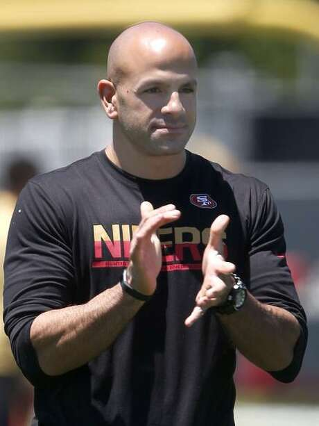 Defensive Coordinator Robert Saleh supervises a drill for the linebackers. Photo: Paul Chinn / The Chronicle / ONLINE_YES