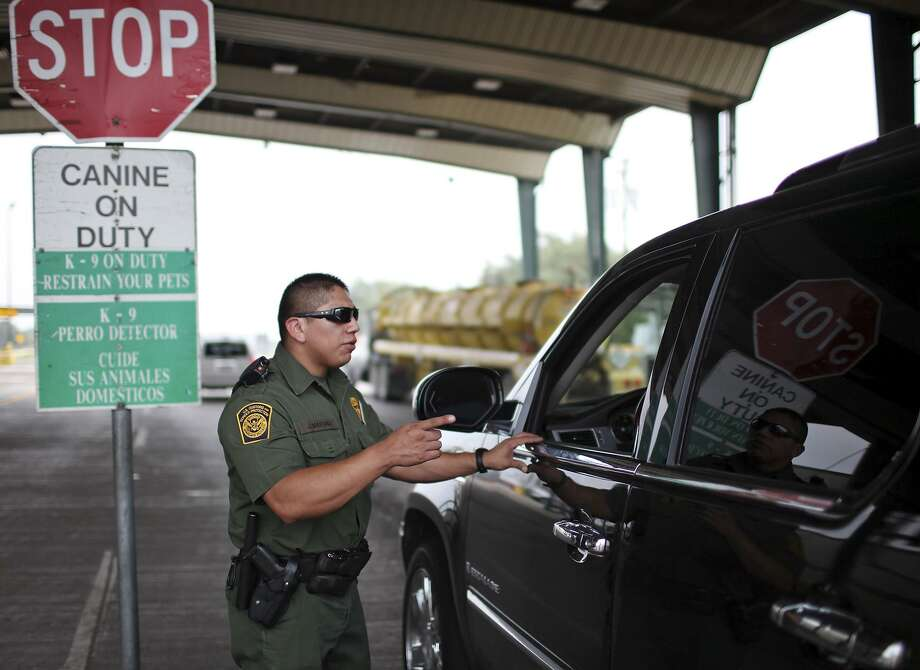 Border Patrol Agent Jose Martinez questions a motorist in 2011 at the Falfurrias checkpoint in Falfurrias, where last week nine DACA participants were inexplicably detained. Photo: EDWARD A. ORNELAS /SAN ANTONIO EXPRESS-NEWS / SAN ANTONIO EXPRESS-NEWS (NFS)