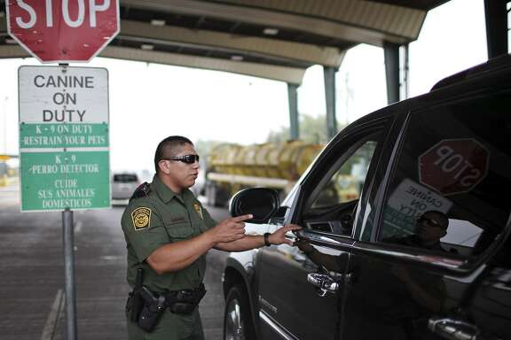 Border Patrol Agent Jose Martinez questions a motorist in 2011 at the Falfurrias checkpoint in Falfurrias, where last week nine DACA participants were inexplicably detained.