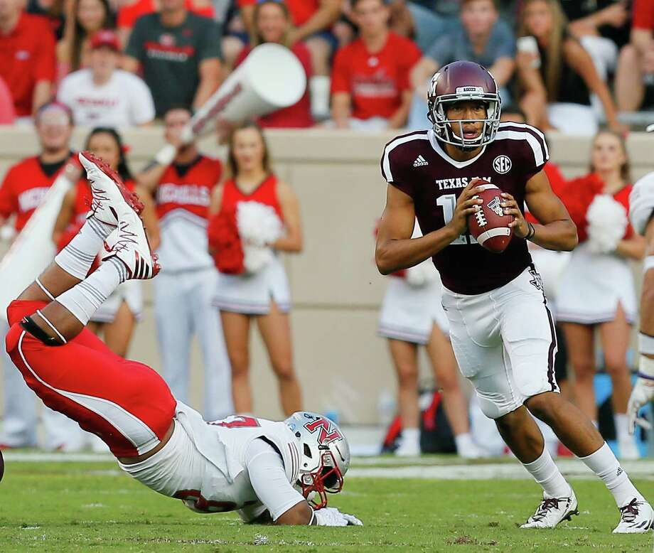 With the loss of starting quarterback Nick Starkel, the Aggies have struggled to find consistency and production on offense behind true freshman Kellen Mond. Photo: Bob Levey, Stringer / 2017 Getty Images