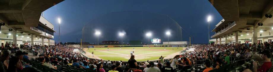 Uni-Trade Stadium may once again hold professional baseball games in the near future. The Laredo City Council will discuss Monday allowing the city manager to enter negotiations to bring Rojos del Aguila de Veracruz to Laredo. A source told LMT Veracruz wishes to split its games in Laredo and Nuevo Laredo and rebrand as the Tecolotes. Photo: Courtesy Of The Laredo Lemurs, File