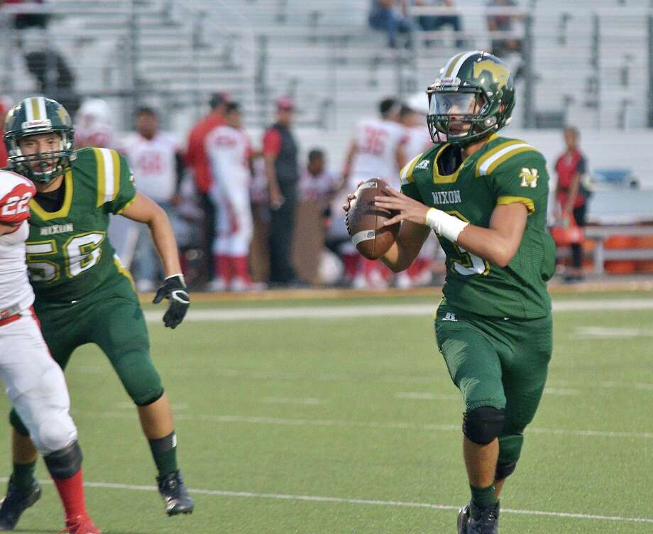 Nixon quarterback Hector Rogerio has started since Week 2, but recently has been sharing snaps with quarterback J.C. Ayala. Photo: Cuate Santos /Laredo Morning Times File / Laredo Morning Times