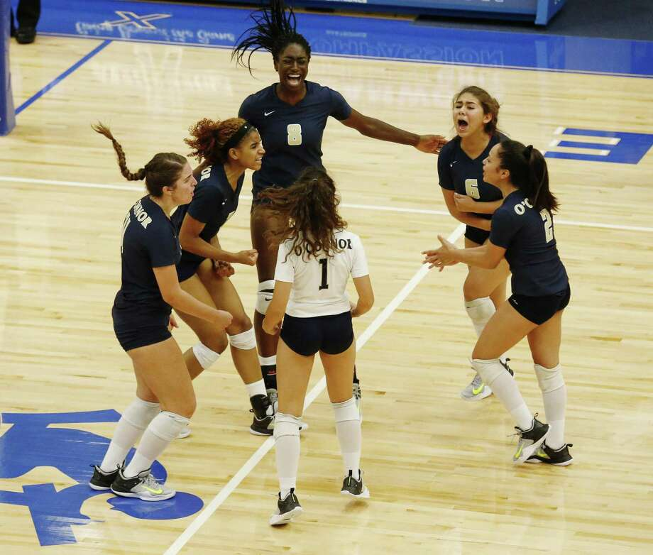 O'Connor volleyball players celebrate after win the deciding game against Clark in volleyball on Friday, Sept. 15, 2017. The Panthers rallied from losing the first two games and defeated the Cougars in the deciding game to win, 3-2. (Kin Man Hui/San Antonio Express-News) Photo: Kin Man Hui, Staff / San Antonio Express-News / ©2017 San Antonio Express-News