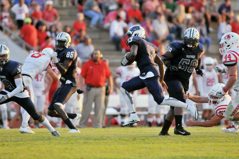 West Orange-StarkRank: 1Record:5-0This Week: The Mustangs pushed their winning streak to 32 games with a 57-7 district-opening victory over Hamshire-Fannett. Kavyn Cooper rushed for two touchdowns and Chaka Watson threw for two touchdowns in the victory.Next Week: plays host to Hardin-Jefferson