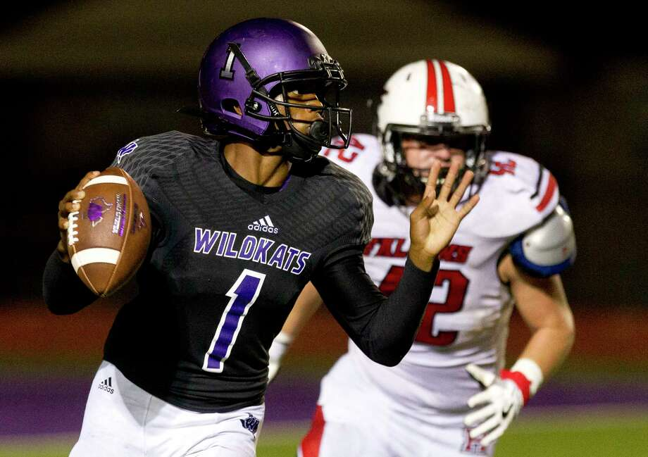 Willis quarterback JerMichael Dickerson (1) avoids the pressure from Huffman defensive linemen Joseph Rankin (42) during the fourth quarter of a non-district high school football game at Berton A. Yates Stadium, Friday, Sept. 15, 2017, in Willis. Photo: Jason Fochtman, Staff Photographer / © 2017 Houston Chronicle