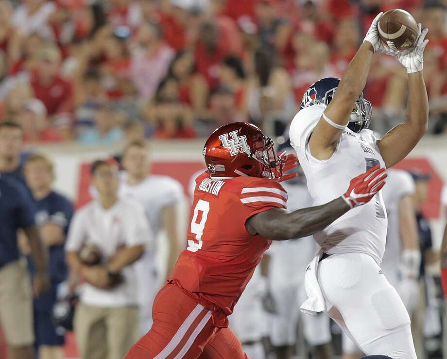 Rice's Jordan Myers (7) is contributing to offense thanks to his versatility. He has spent much of his time as a tight end but recently began playing running back. Photo: Elizabeth Conley/Houston Chronicle