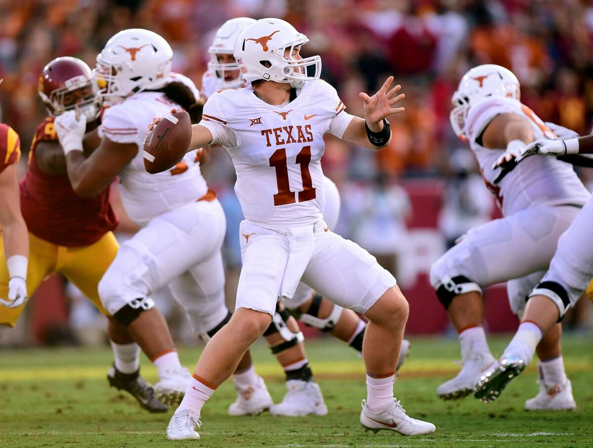 LOS ANGELES, CA - SEPTEMBER 16: Sam Ehlinger #11 of the Texas Longhorns passes during the first quarter against the USC Trojans at Los Angeles Memorial Coliseum on September 16, 2017 in Los Angeles, California. (Photo by Harry How/Getty Images)