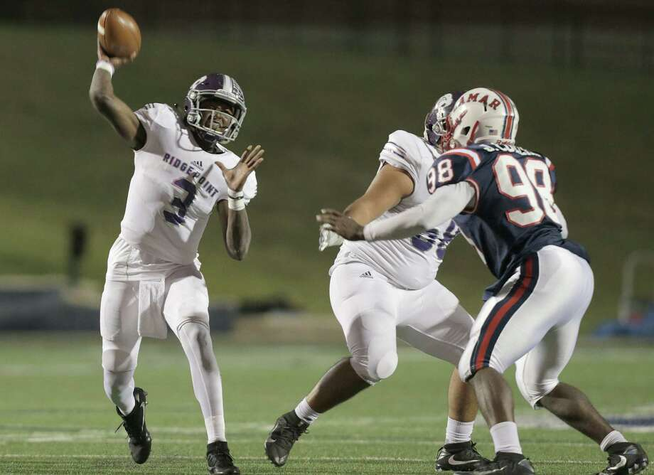 Ridge Point's quarterback Aaron Allen (3) passes the ball in the first half of Class 6A, Division I area playoff game against Lamar on Friday, Nov. 18, 2016, in Houston. ( Elizabeth Conley / Houston Chronicle ) Photo: Elizabeth Conley, Staff / © 2016 Houston Chronicle