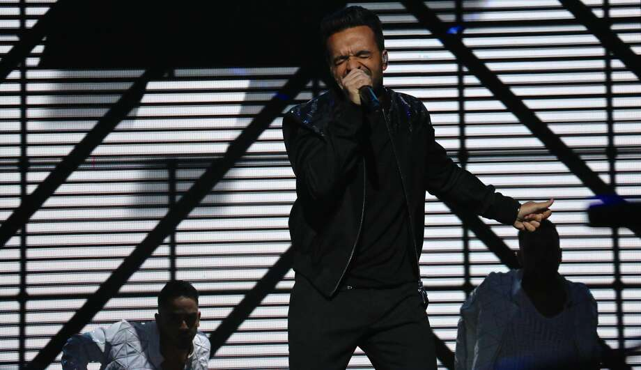 "Puerto Rican crooner Luis Fonsi dazzled fans the Majestic Saturday night, Sept. 16, 2017, as part of his ""Love + Dance World Tour."" Photo: Yvonne Zamora For MySA"