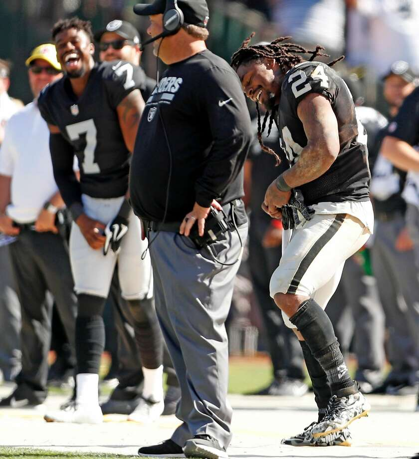 The Oakland Raiders' Marshawn Lynch dances on the sideline in 4th quarter. Photo: Scott Strazzante, The Chronicle