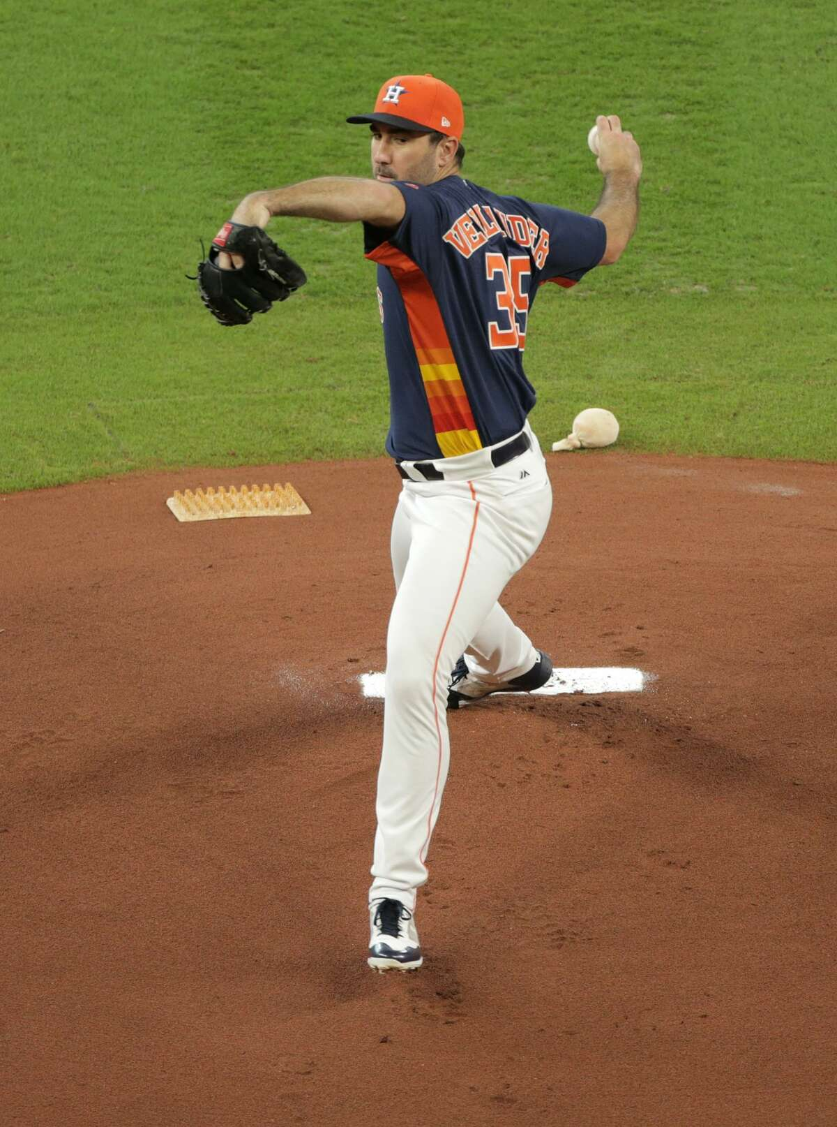 Houston Astros starting pitcher Justin Verlander (35) throws out a pitch at home as an Astro against Seattle Mariners at Minute Maid Park on Sunday, Sept. 17, 2017, in Houston. ( Elizabeth Conley / Houston Chronicle )