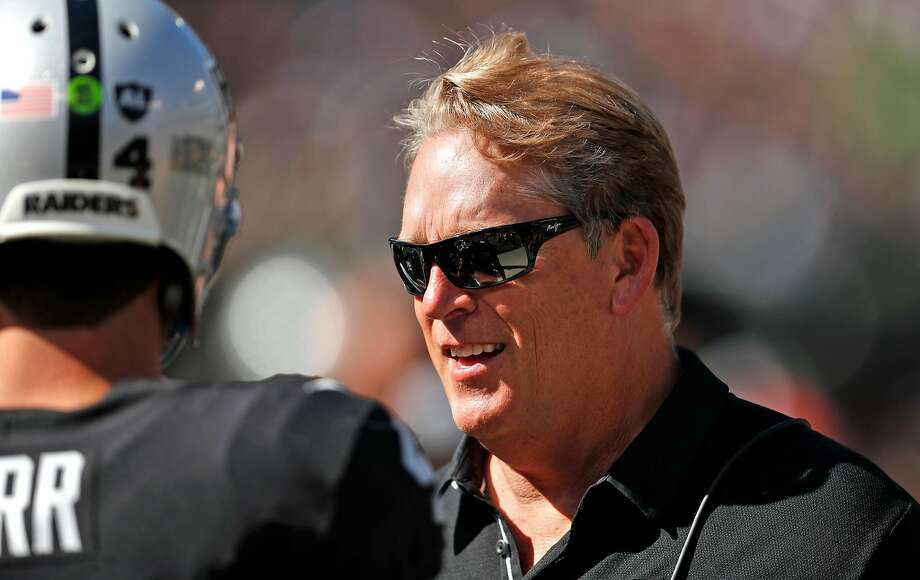 Oakland Raiders' head coach Jack Del Rio talks with Derek Carr in 3rd quarter of Raiders' 45-20 win over New York Jets in NFL game at Oakland Coliseum in Oakland, Calif., on Sunday, September 17, 2017. Less than 24 hours after his team was thoroughly beaten on the field and his wide receivers were verbally trashed by Washington cornerback Josh Norman following the game, Raiders head coach Jack Del Rio didn't sound too concerned with Amari Cooper's troubles holding onto the ball.  Photo: Scott Strazzante, The Chronicle