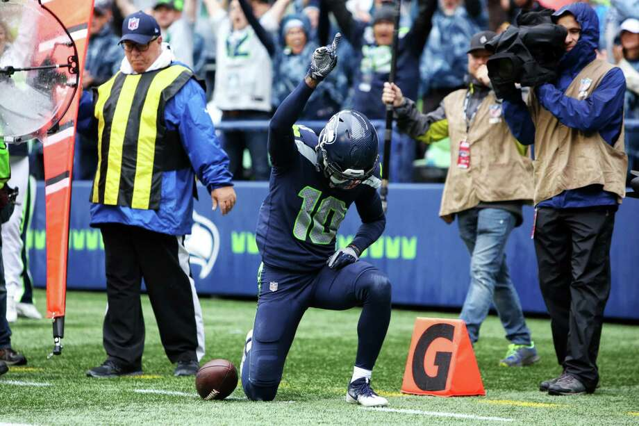 Seahawks wide receiver Paul Richardson celebrates his touchdown during the second half of Seattle's game against San Francisco, Sunday, Sept. 17, 2017. Photo: GENNA MARTIN, SEATTLEPI / SEATTLEPI.COM