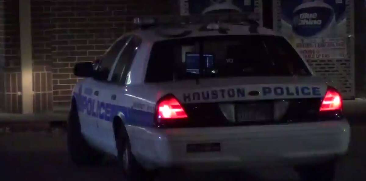 Three people are injured after gunfire early Monday in a west Houston neighborhood, off of Bellaire. (Metro Video)