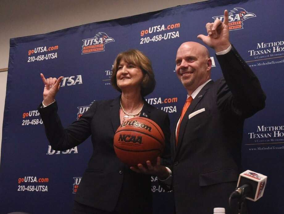 """Newly hired UTSA head basketball coach Steve Henson and athletic director Lynn Hickey do the """"Bird's Up!"""" during a press conference at the H-E-B University Center on April 8, 2016. Henson was most recently an assistant coach at Oklahoma during their run to the Final Four. Photo: Staff Photo /"""