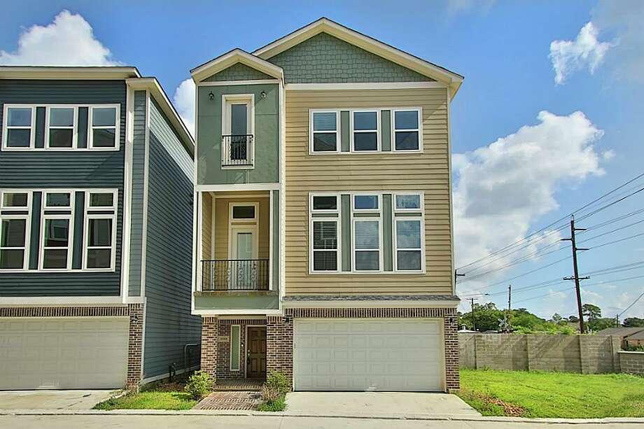 Oak Forest East Area: 2104 OatfieldList price: $334,998Square feet: 2,112 Photo: Houston Association Of Realtors