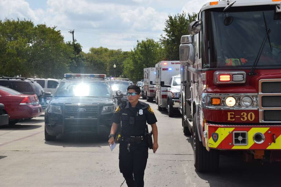 A man was shot in the shoulder Monday at an East Side apartment complex. Photo: Caleb Downs / San Antonio Express-News
