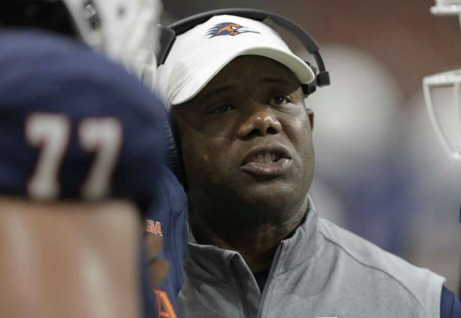 UTSA head coach Frank Wilson talks to his players during the second half against Southern on Sept. 16, 2017, in San Antonio. Photo: Eric Gay /Associated Press / Copyright 2017 The Associated Press. All rights reserved.